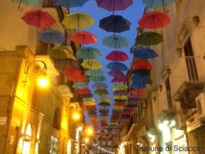 ombrelli fluttuanti in via licata 1