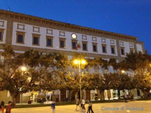 palazzo municipale illuminato