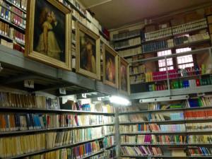 biblioteca cassar sala interna