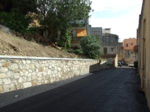 via-porta-di-mare-e-muro-sostegno